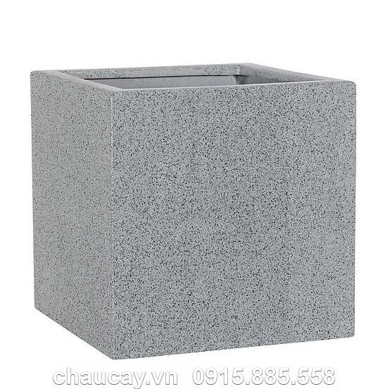 chau-hoa-nhua-composite-esteras-arnhem-trong-cay (1)
